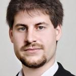 """Interview mit Rahim Taghizadegan zu seinem Buch """"Wirtschaft wirklich verstehen""""."""